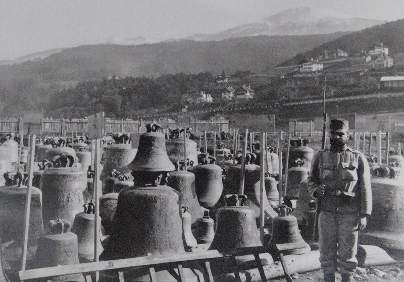 Cimetière de cloches dans le quartier d'Innsbruck Wilten pendant la Première Guerre mondiale, vers 1917
